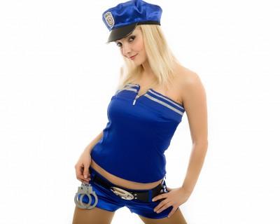 שוטרת סקסית